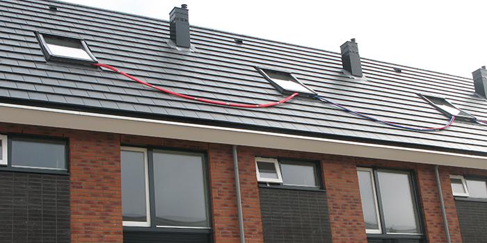 Heat 'n Go Solitair verwarmt 3 woningen met de slangen geleidt via het dak naar de andere woning heatngo